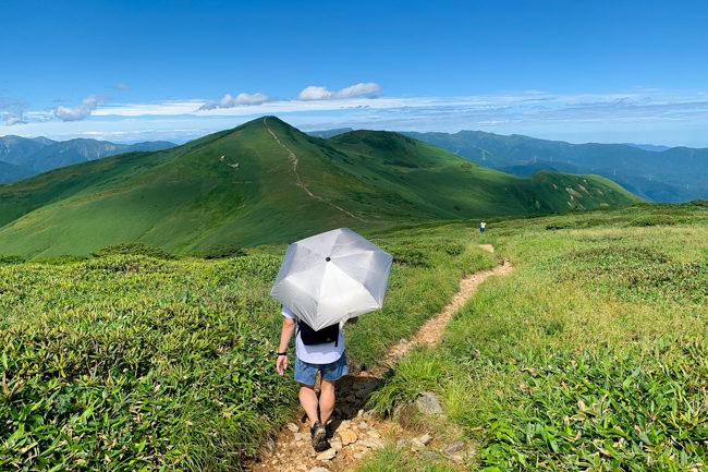 平標山〜仙ノ倉山 日帰りハイク 絶景の天空トレイルへ