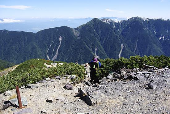 2013鳳凰三山を背に