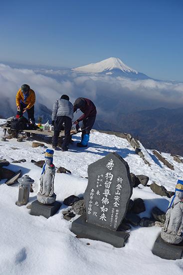 1502塔ノ岳山頂石碑