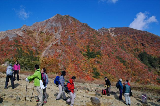 強風撤退!那須岳の紅葉 峠の茶屋駐車場からスタート