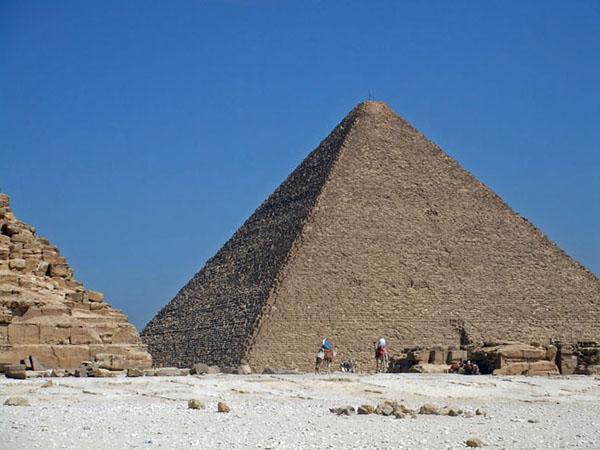 一番大きいクフ王のピラミッド