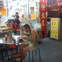 香港の屋台にて