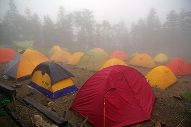 雨の塩見岳 日本一の三伏峠でテント泊