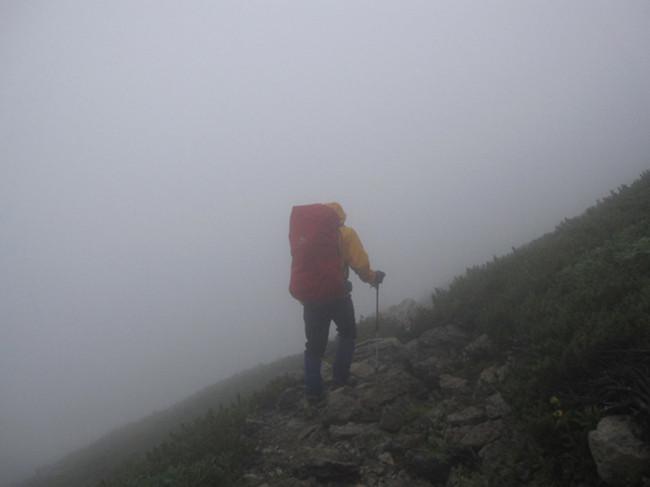 暴風の北岳 左俣コース 北岳山荘でテント泊
