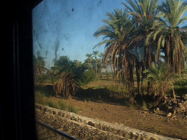 列車の窓からは田舎の風景がずっと続いた